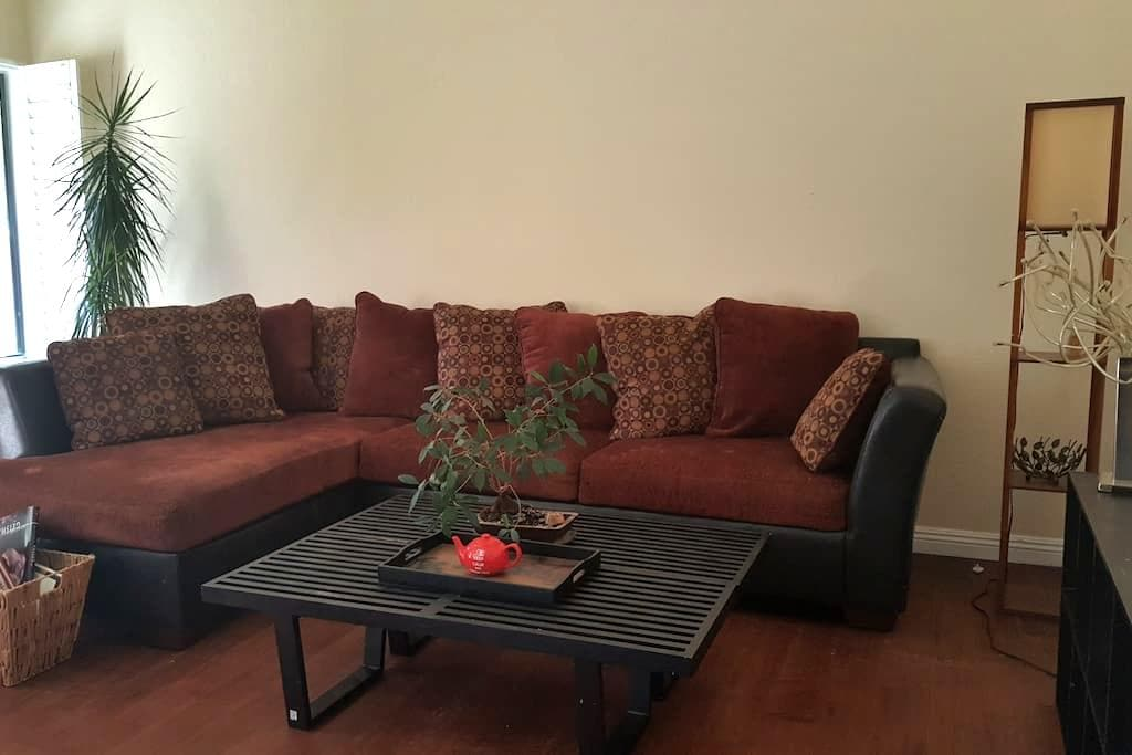 Private Room in Quiet Simi Valley - Simi Valley - Reihenhaus