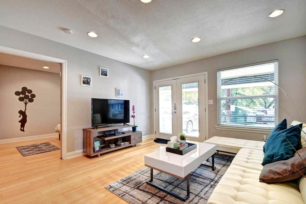LOCATION and LUXURY - Walk to ACL, SXSW,  & 6th St - Austin - Apartamento