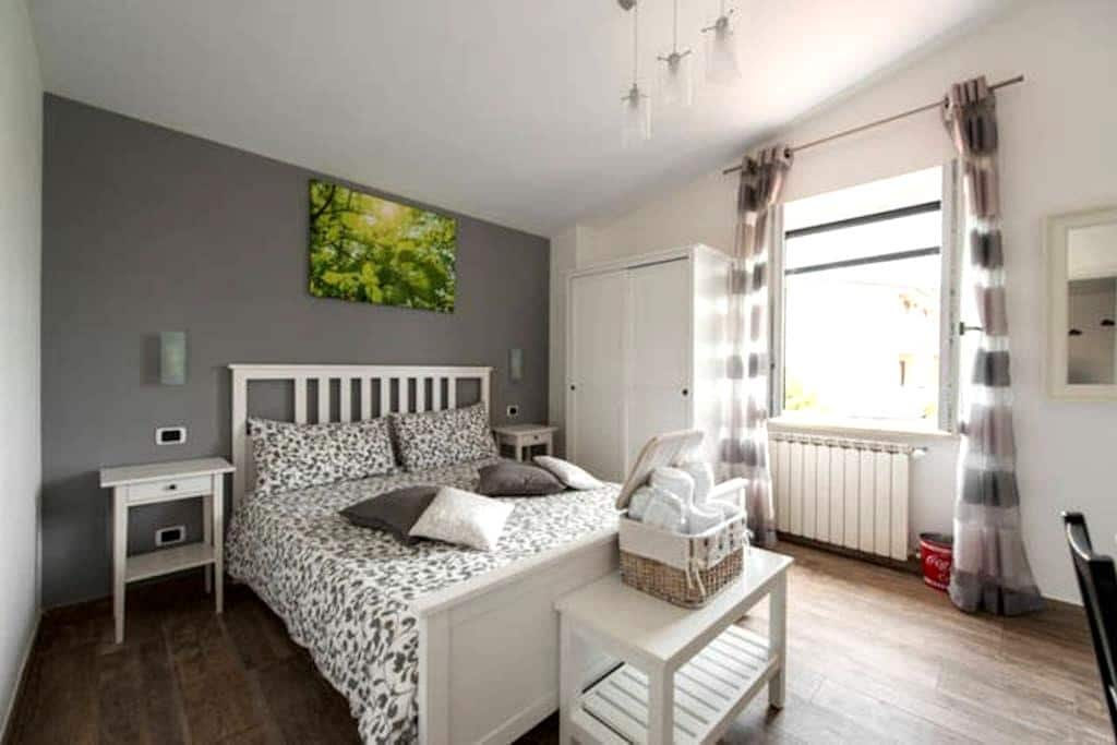 Double room with garden view (Room Danila) - Fiumicino - Bed & Breakfast