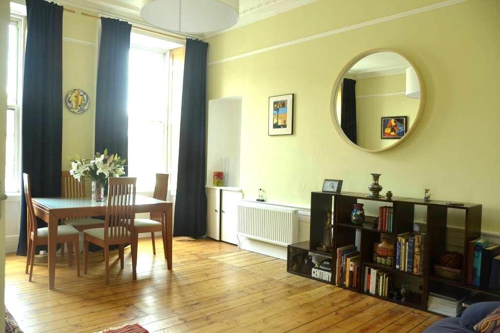 Bright & roomy central flat - Edinburgh