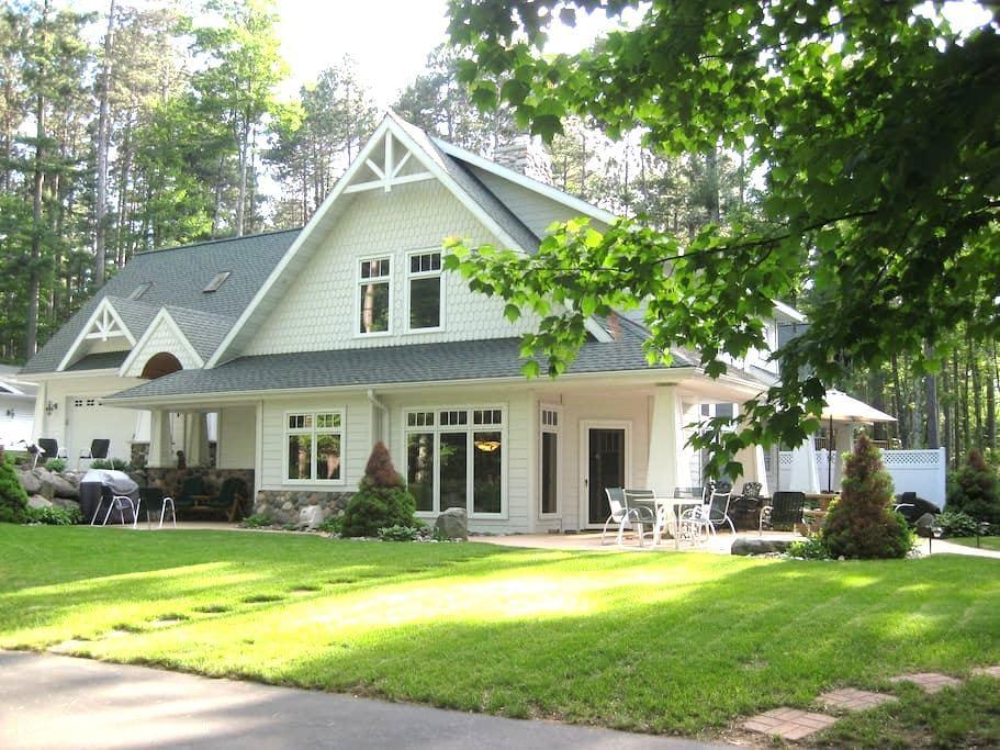 Romantic Northwoods Lakeside Suite - Tomahawk
