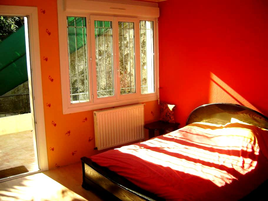 CHAMBRE DANS VILLA  15 CHE L'ARCHET - Nice - House