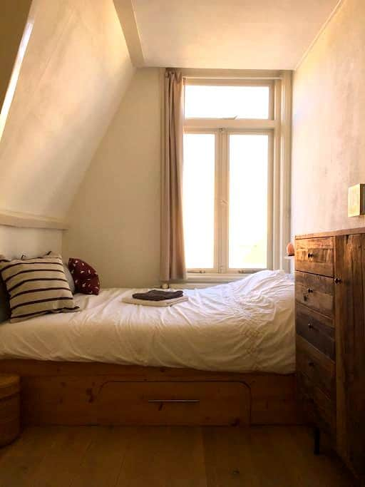 Cosy bedroom in very nice apartment - Haarlem - Apartament