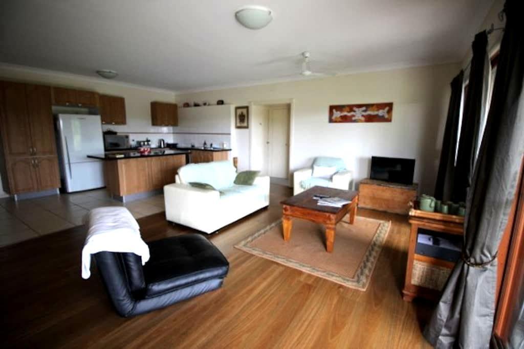 Sunshine Coast - 2 bedroom retreat - Rosemount - 一軒家