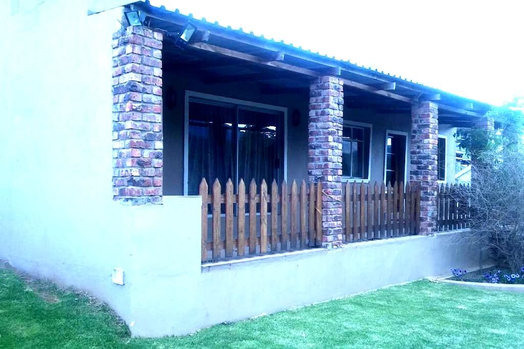 Vredevallei 2 - Lovely farm house with great views - Robertson - House