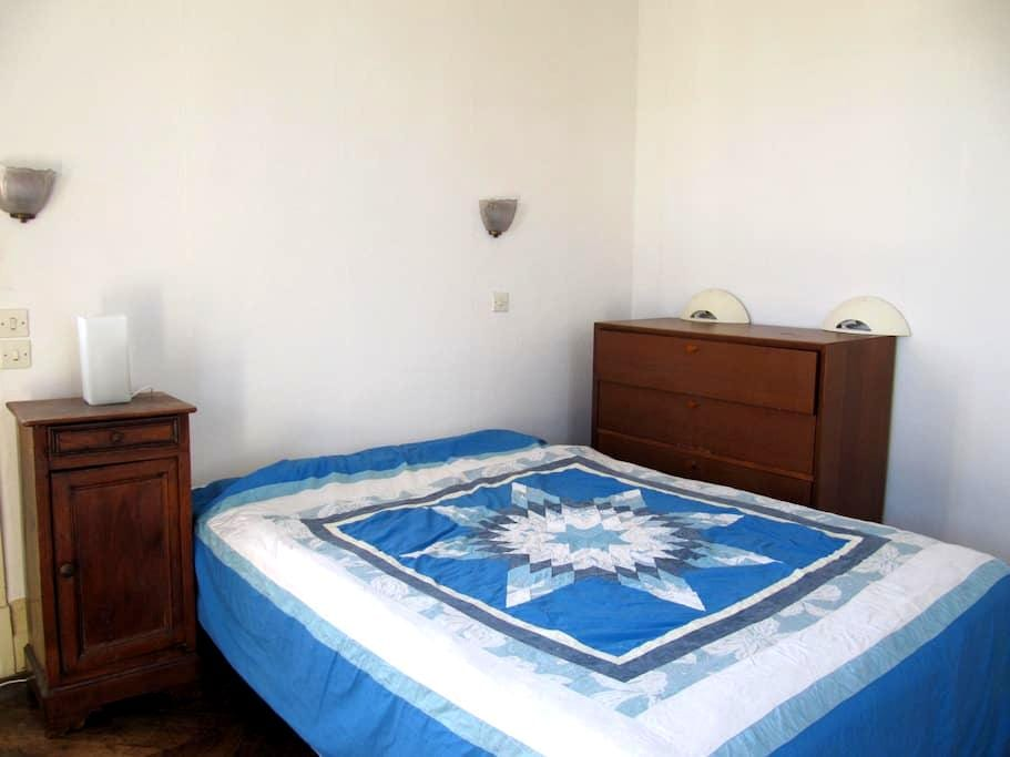 spacious bedroom with bathroom -to let in house - Morlaix - House