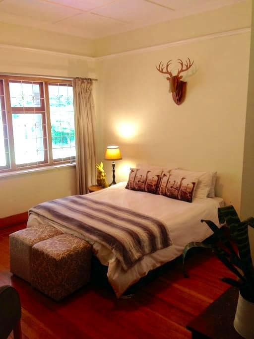 Private Room in Spacious, Secure & Relaxed House - Johannesburg - House