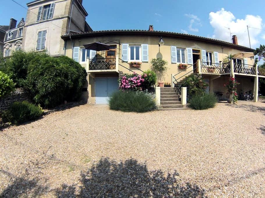 BONSEJOUR  Maison en bord de Saône - Montbellet - Hus