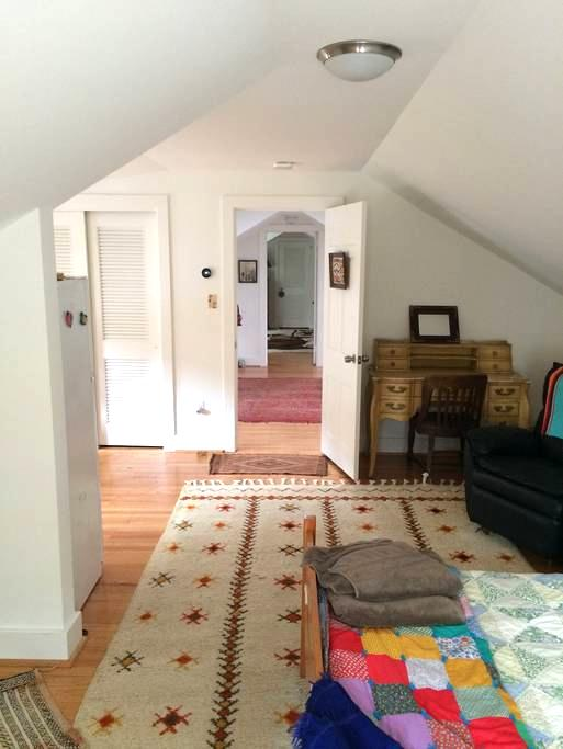 Upstairs apartment - Gladwyne