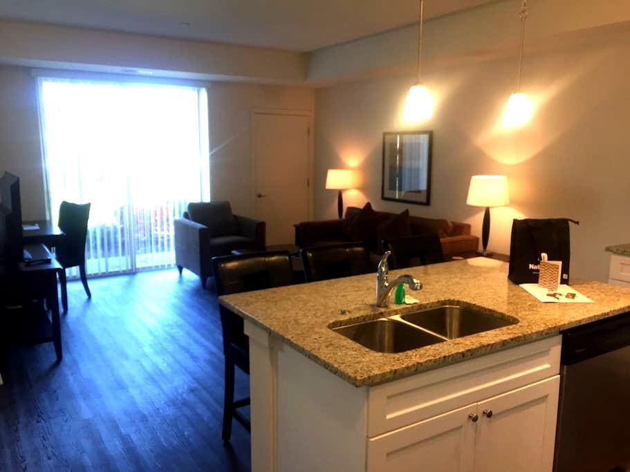 SLEEK 1BR/1BA in Vernon Hills - Vernon Hills - Appartement