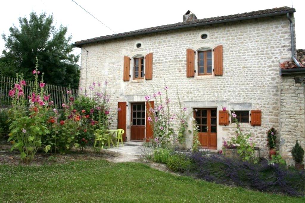 Gite rural au bord de la Charente - Genac - House