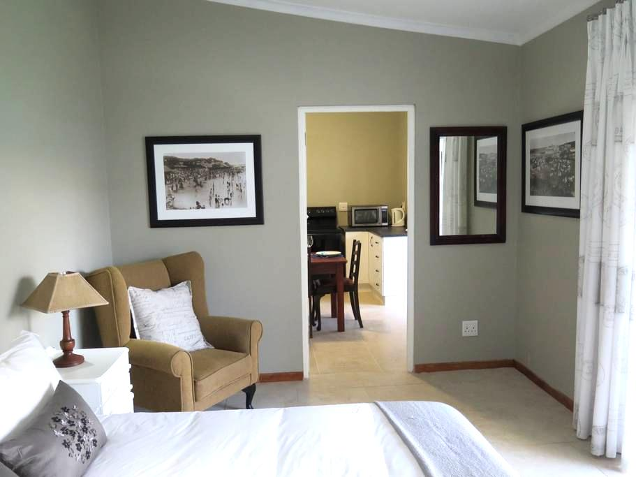 5 on Second, Beachfront Cottage, PE - Port Elizabeth - Talo