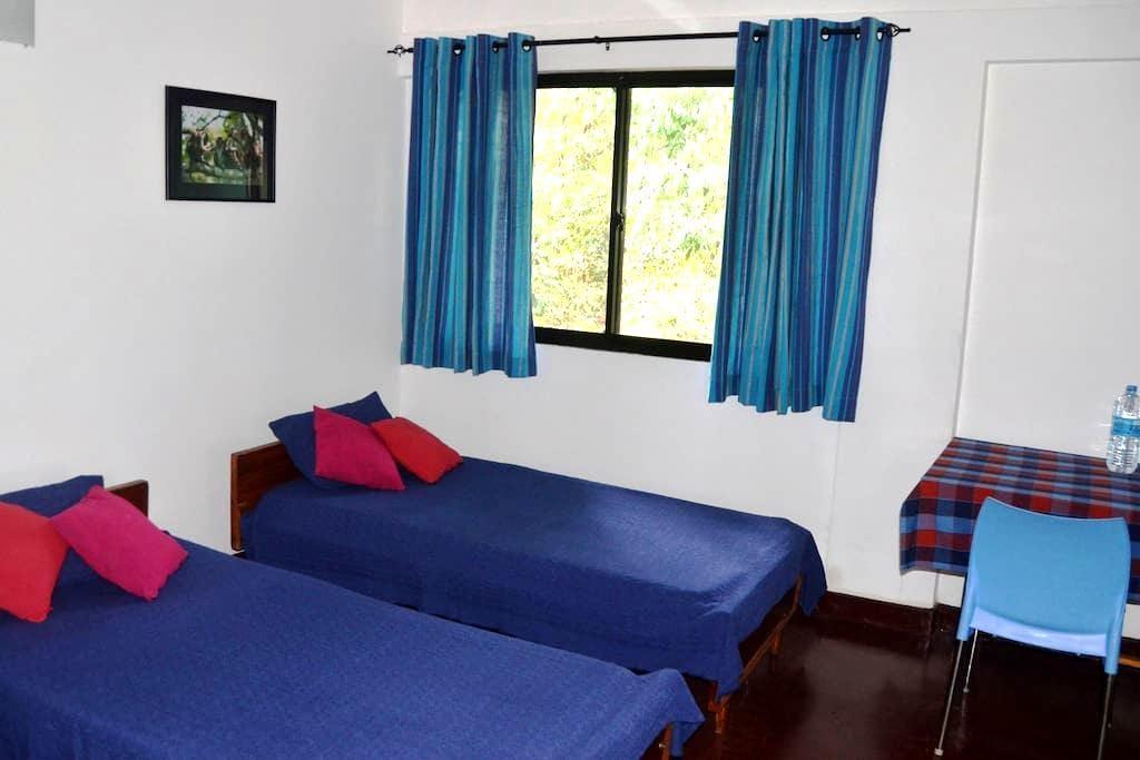 Monkey Camp - NON.AC- Adina & Kip - Polonnaruwa - Bed & Breakfast