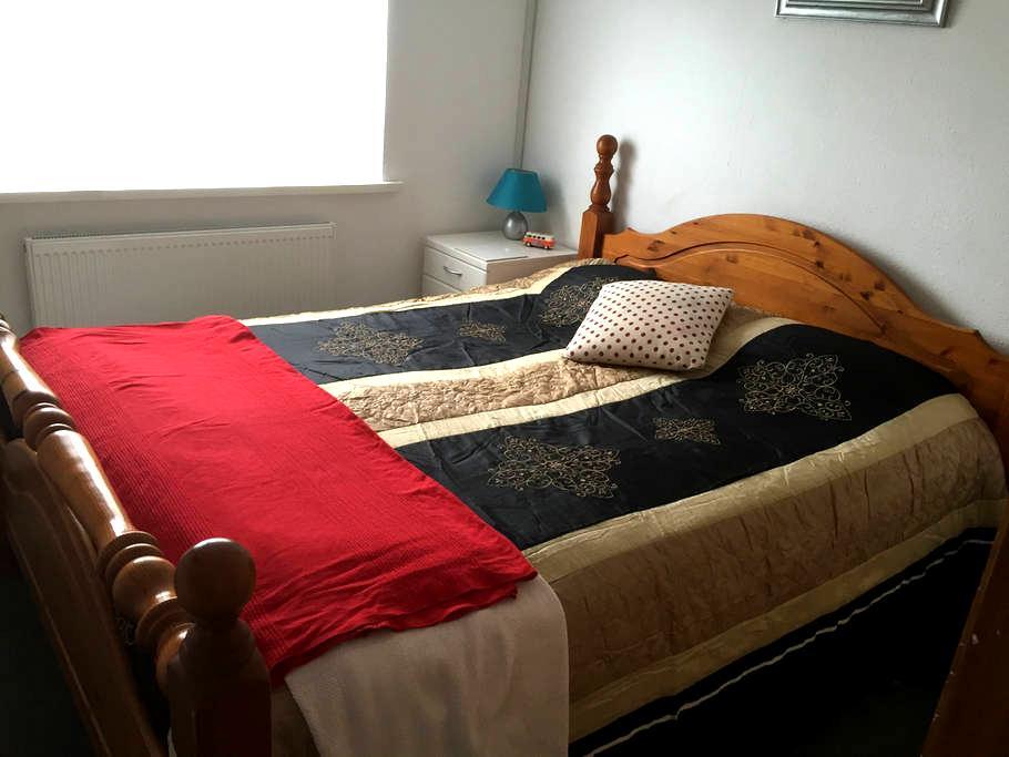 Comfortable double bedroom. - Sedbury - 獨棟