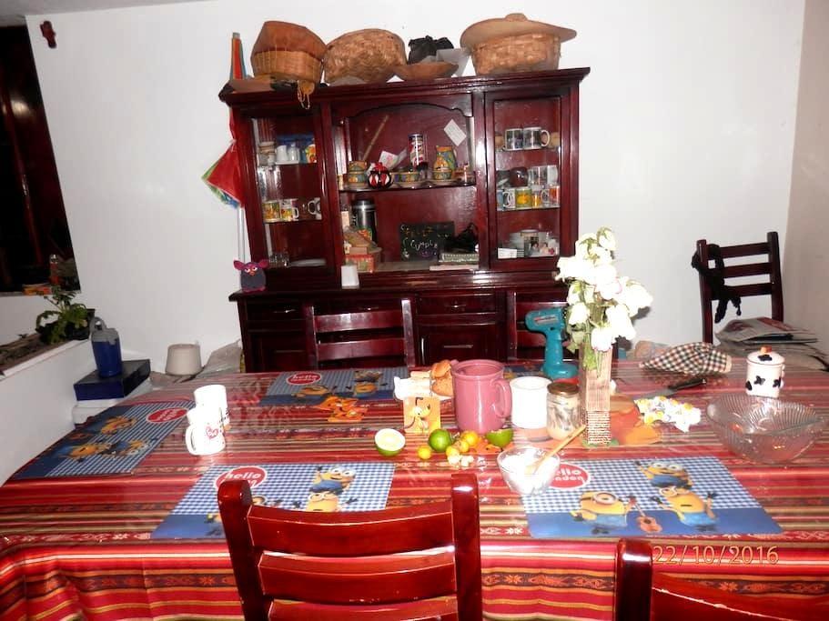 KICHWA INDIGENOUS FAMILY HOUSE NEXT TO WATERFALLS - Otavalo - Ev