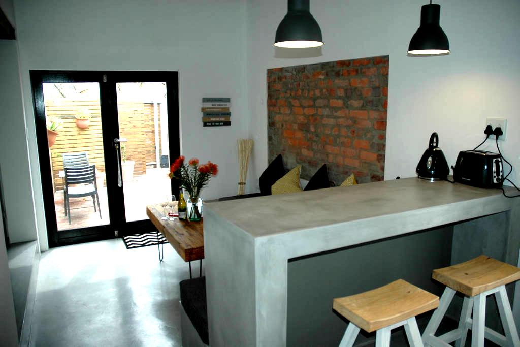 Beautiful Loft Apartment In Table View - Ciudad del Cabo
