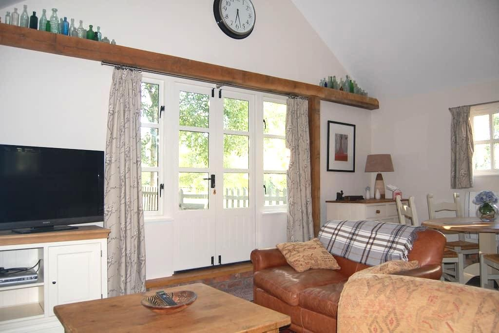 Comfortable two bedroom cottage - Whittlesford