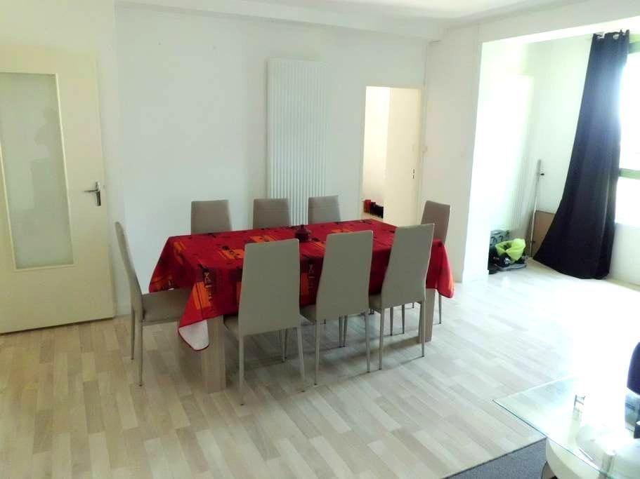 bonjour je loue une chambre dans mon appartement - Montbéliard - Apartemen