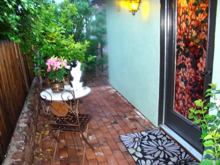 Private & Pet Friendly Guesthouse - Tucson