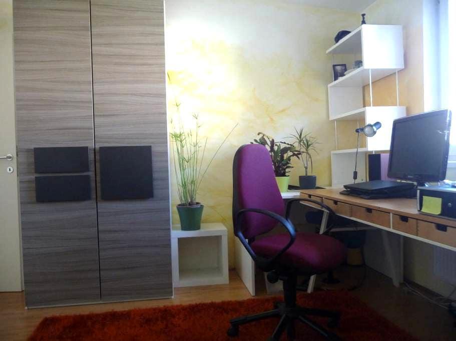 Feines Zimmer mit Garten in Uni-Nähe - Klagenfurt am Wörthersee - Stadswoning
