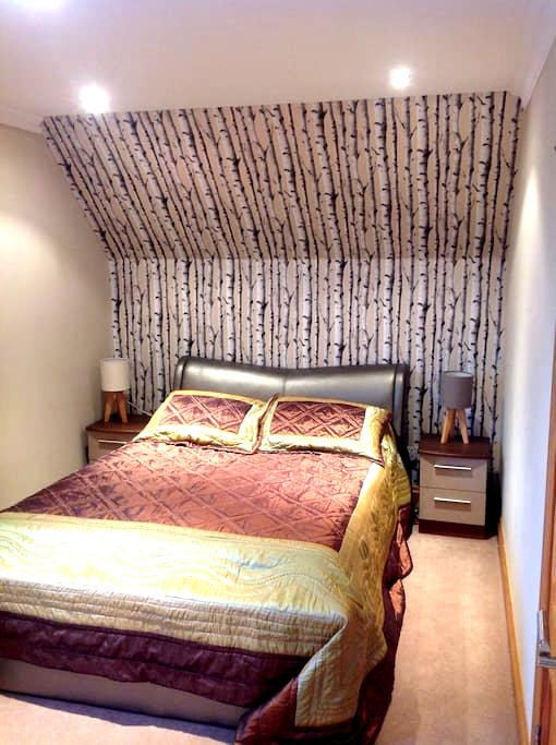 Cozy room, parking and breakfast - Coalburn - House