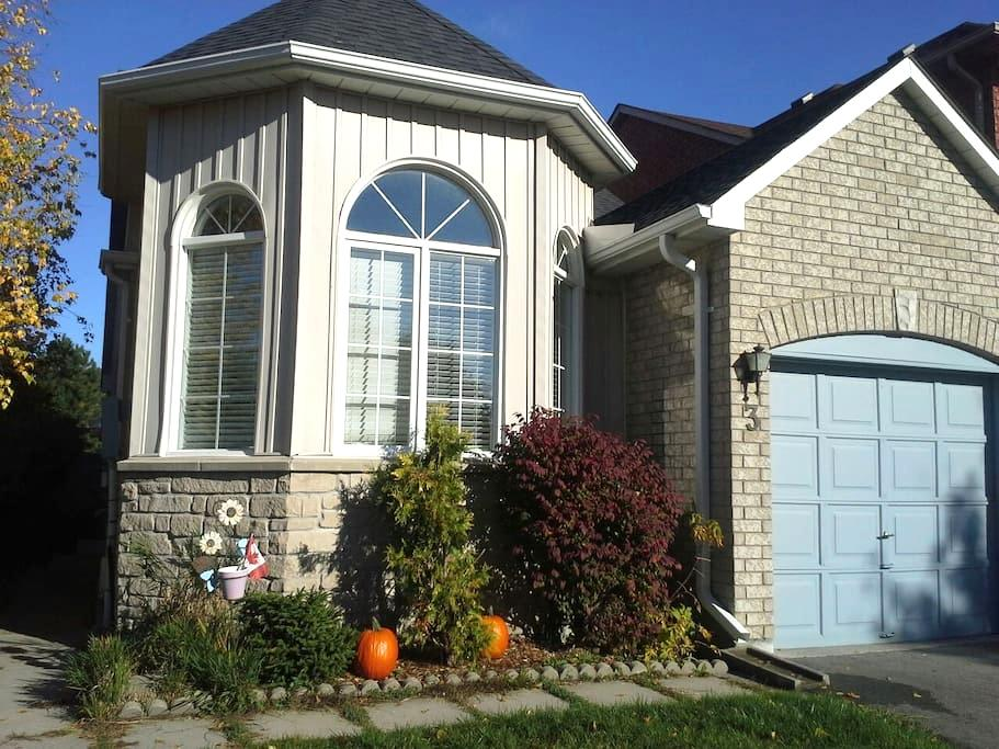Warm WELCOME to Uxbridge, Ontario!! - Uxbridge - House
