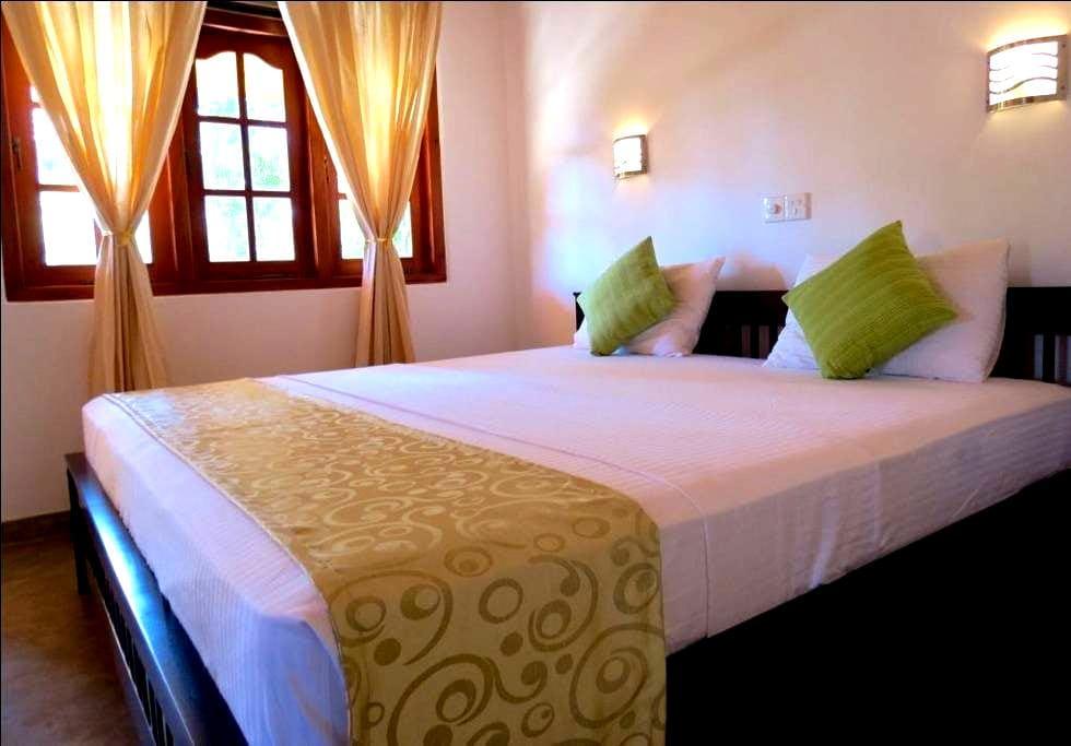 Villa comfort private room AC, HW,SWIMMING POOL - Hikkaduwa - Villa