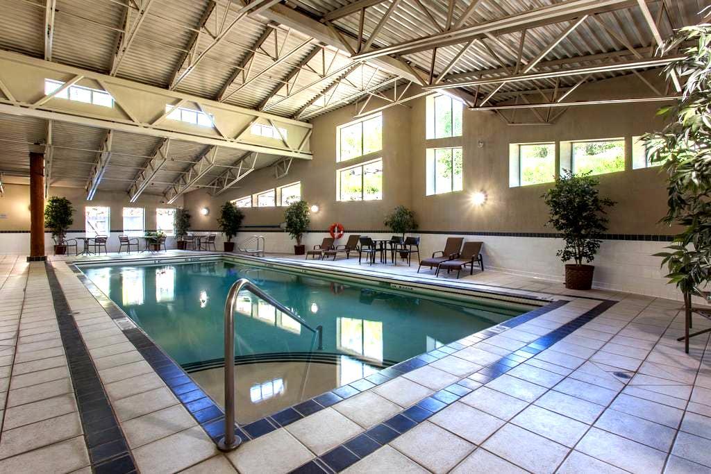 Steam Room, HotTub, Pool, Gym, Underground Parking - Fernie - Condominium