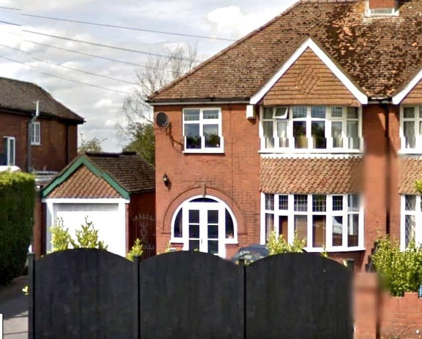 Bucks house w/ free cat stroking and Yorky tea - Weston Turville - Дом