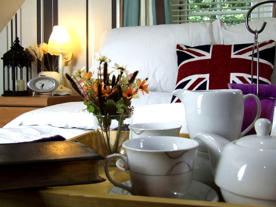 NEAR STANSTED AIRPORT - 2 SUITE COSY LUXURY ROOMS - Harlow - House