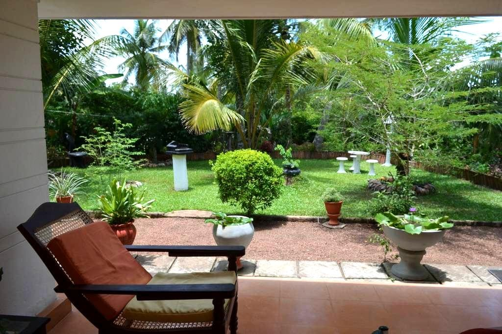 Spacious Rooms with an Organic Garden - Gampaha - Rumah