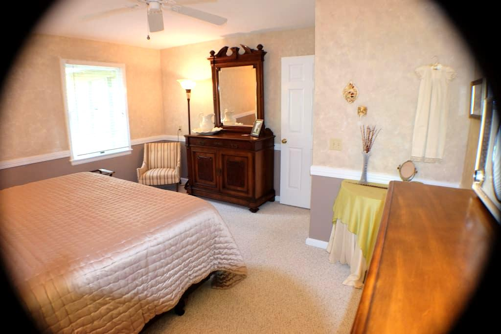 The Ridge at Table Rock: First Floor Suite - Pickens - Ev
