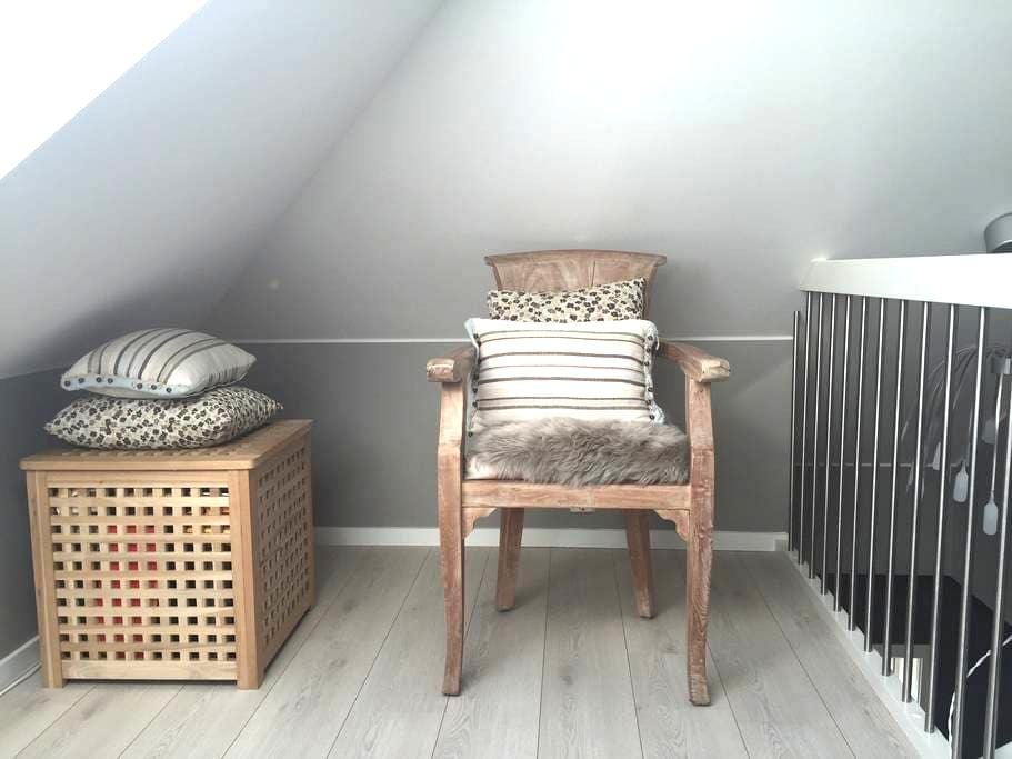 Nice attic In a charming house - Oslo - Apartment