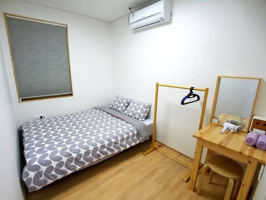 C 개인실,개별화장실 (Room private bathroom) - 제주시 - House