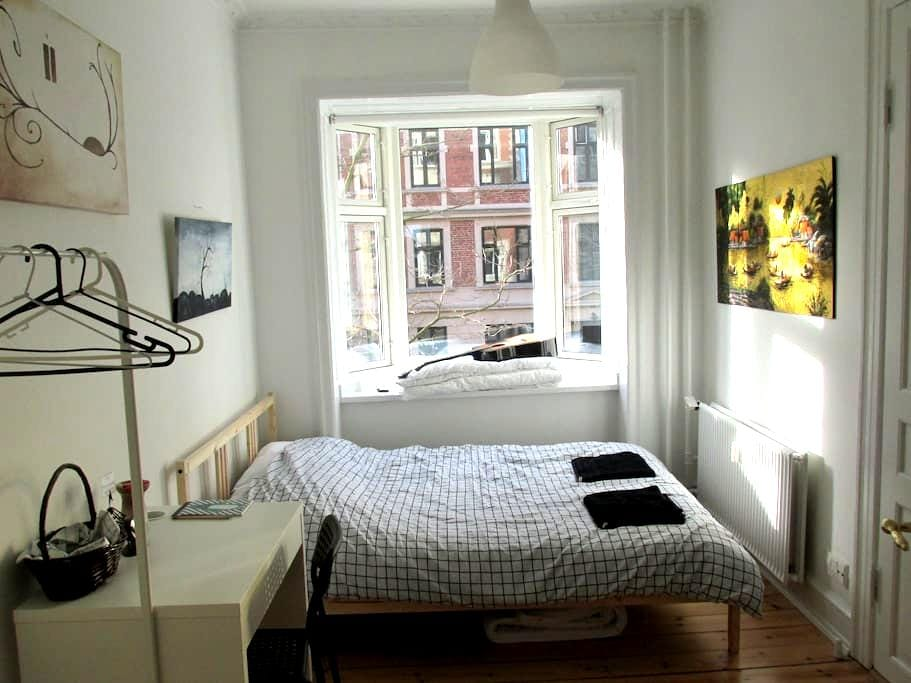 Spacious, sunny & convenient in CPH - Frederiksberg - Apartment