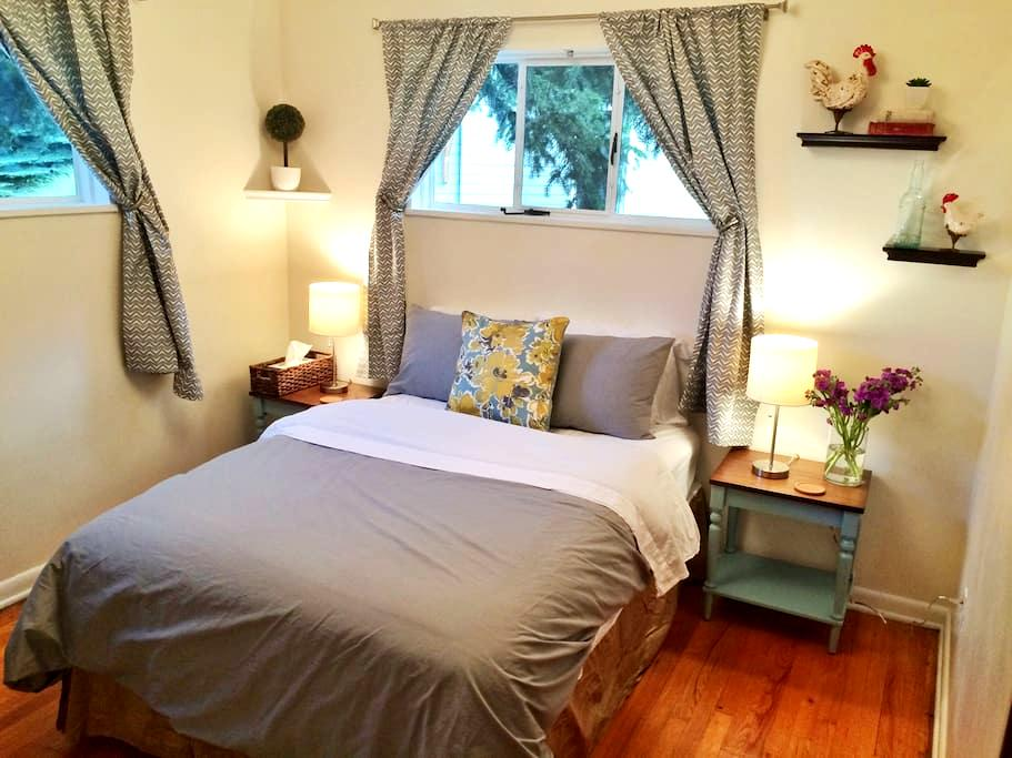 Gorgeous Room -Walk to Pearl St! + FREE BIKES - Boulder - Huis