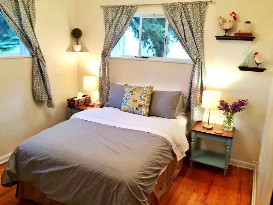 Gorgeous Room -Walk to Pearl St! + FREE BIKES - Boulder - Haus