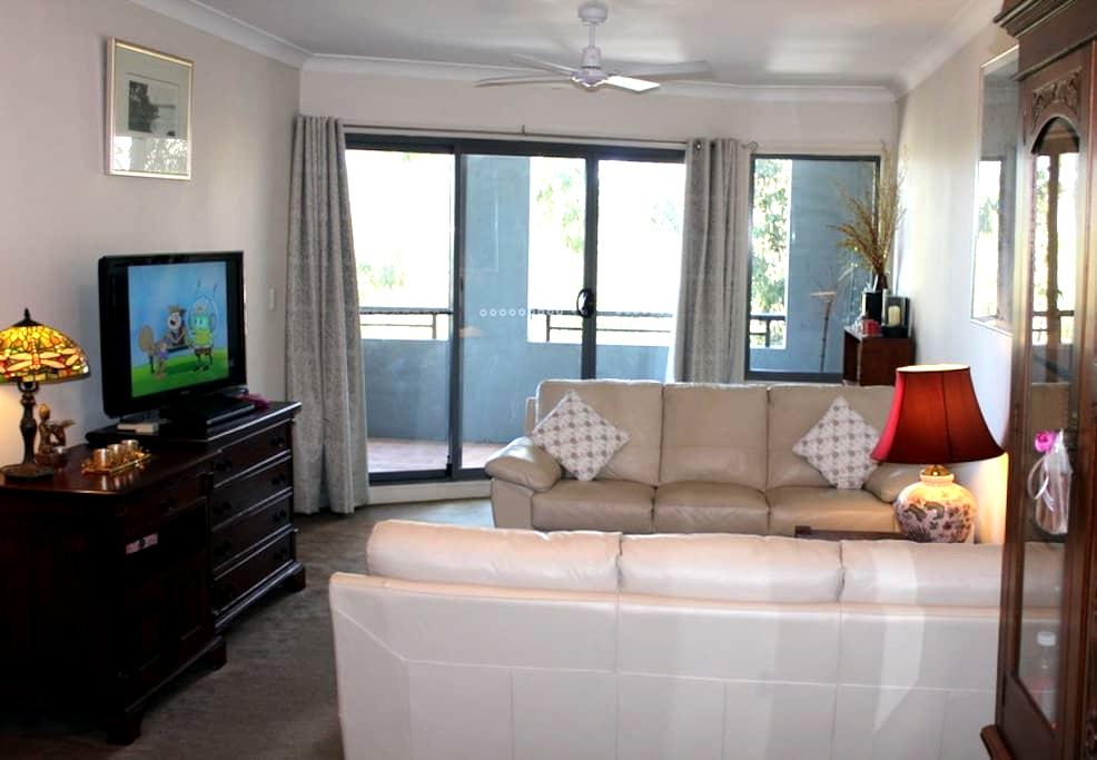 Large 2 bedroom apt close to Cronulla - Caringbah