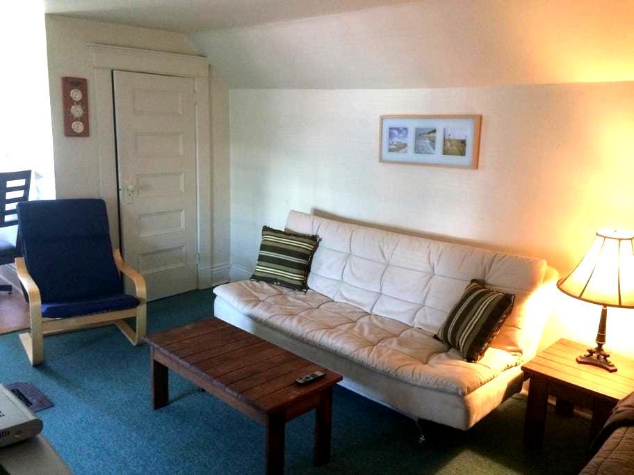 Charming apartment in century home - Oshawa