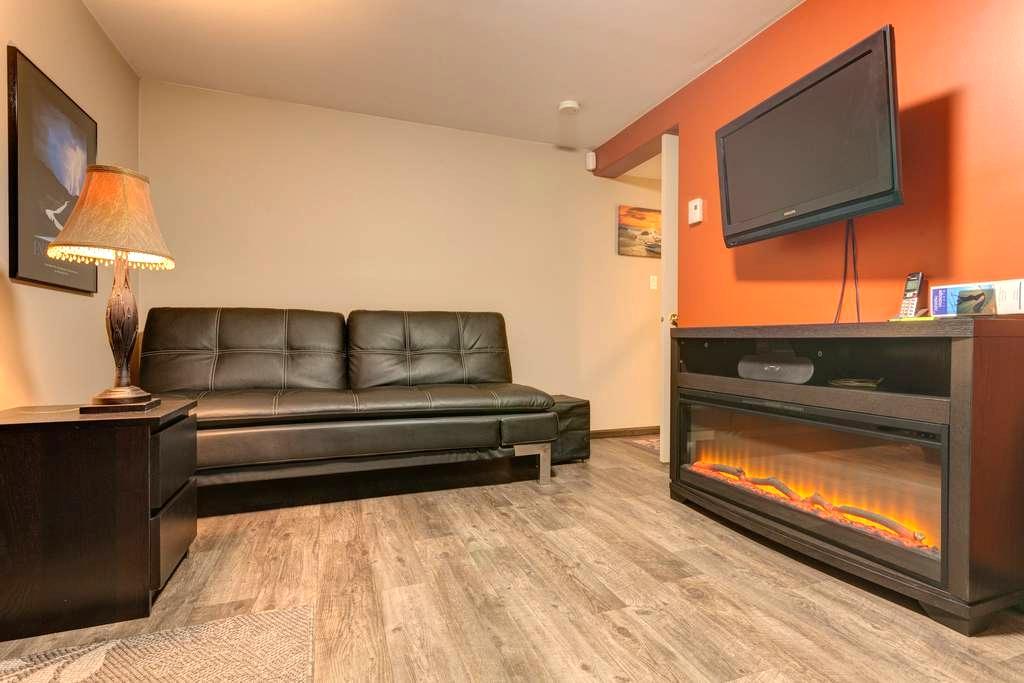 Suite Beneath Studio Apartment - Nanaimo - Apartment