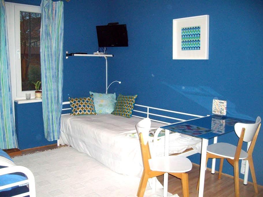 Einliegerwohnung im blauen Haus - Frankfurt - Apartment