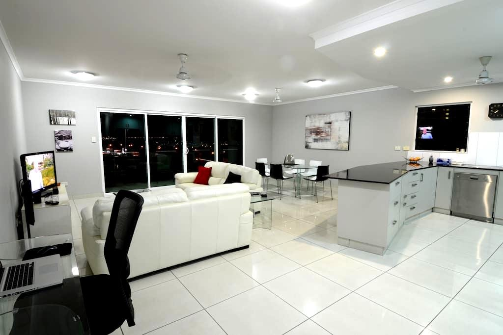 SPACIOUS 3 BED 2 BATH AIR CONDITIONED APARTMENT - Darwin City - Lakás