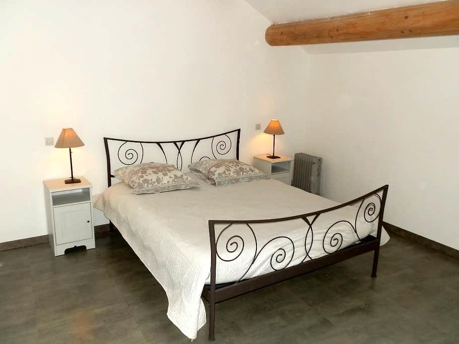2 Chambres particulières dans maison de village. - Sérignan-du-Comtat - Huis