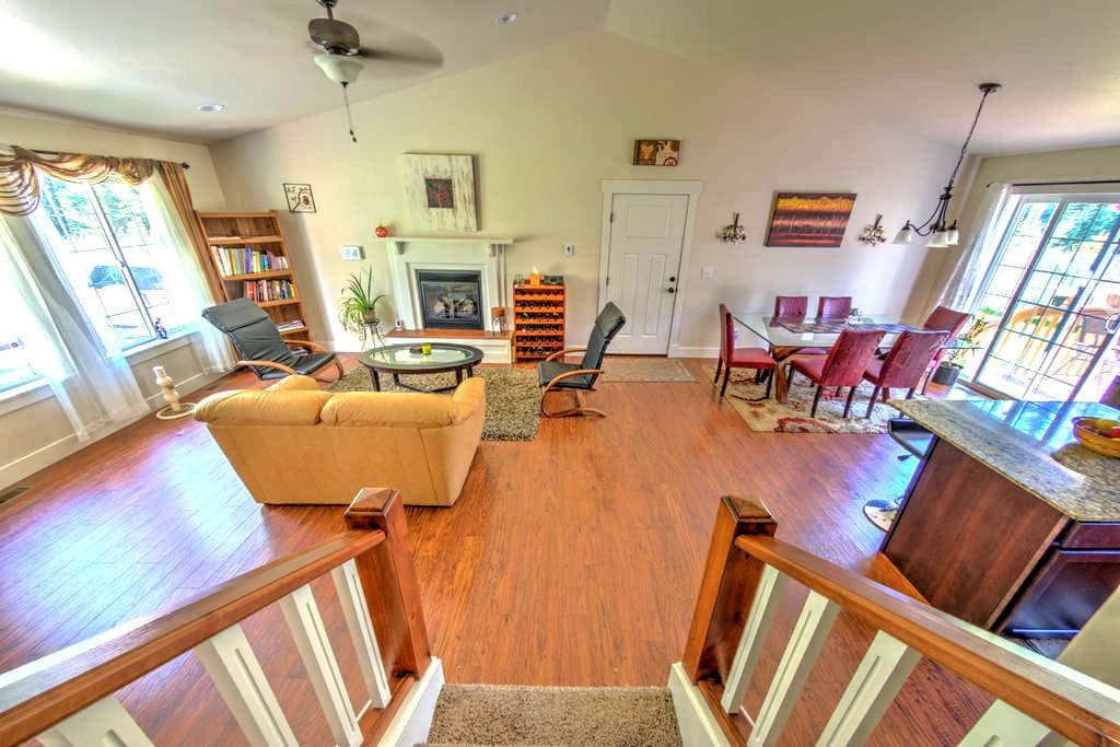 Newer Home-Private Queen Bed/ Full Bath - Kalispell