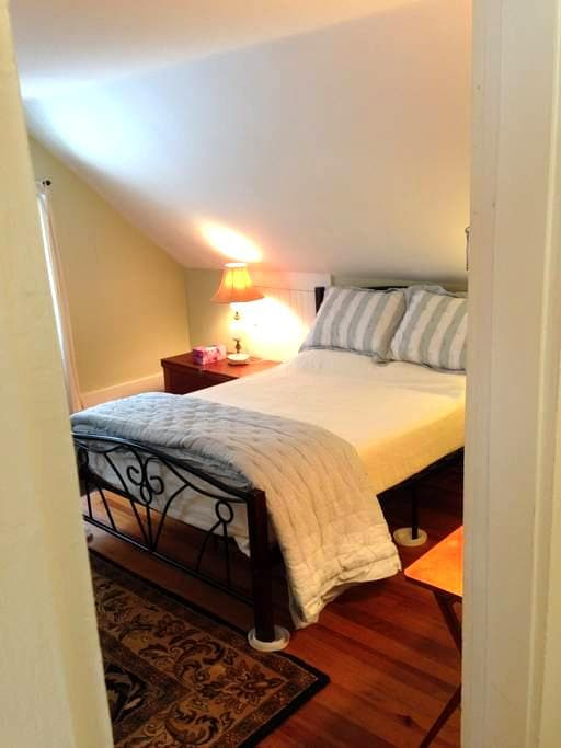 2 room suite with private bath - Falmouth - Haus