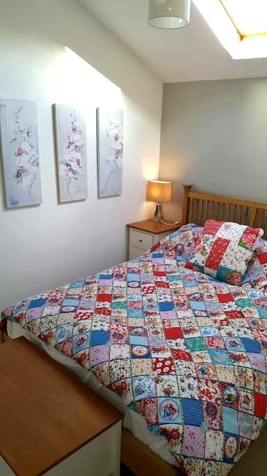 The Old Bakery - peaceful private bedroom - Beckington - Apartamento