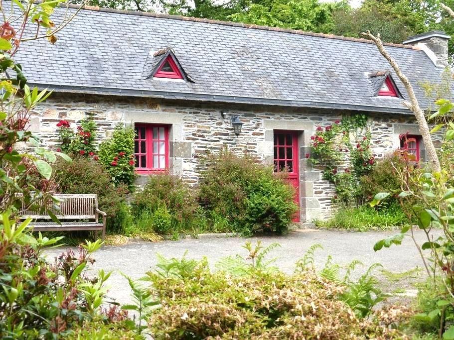 Gîte de charme entre terre et mer - Saint-Urbain - House