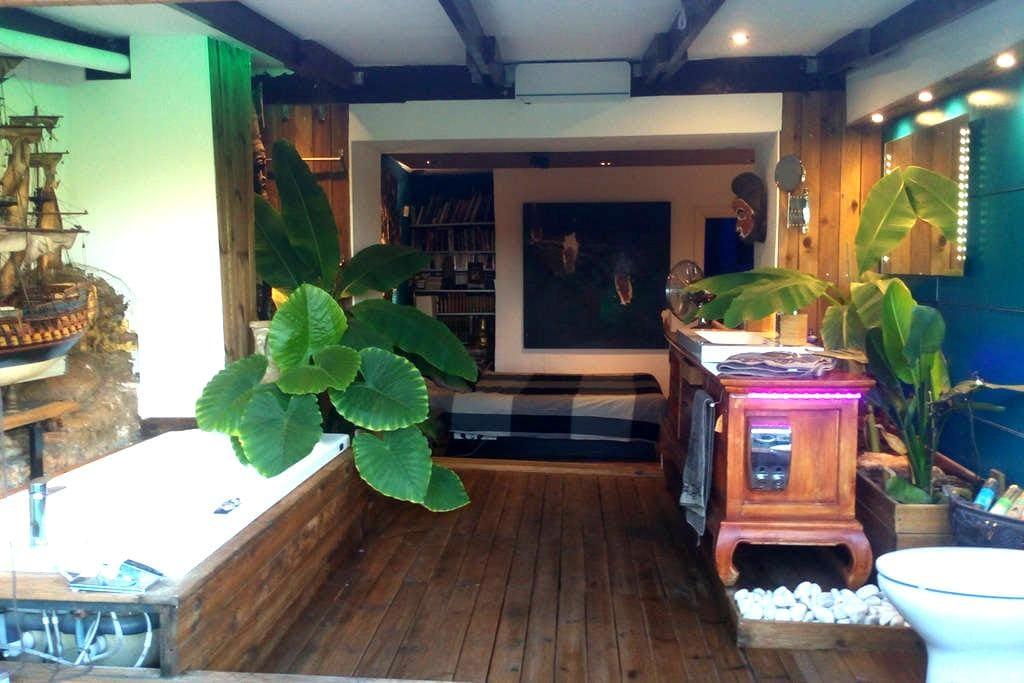 Suite con baño tropical panoramico y terraza - Montferri - Hus