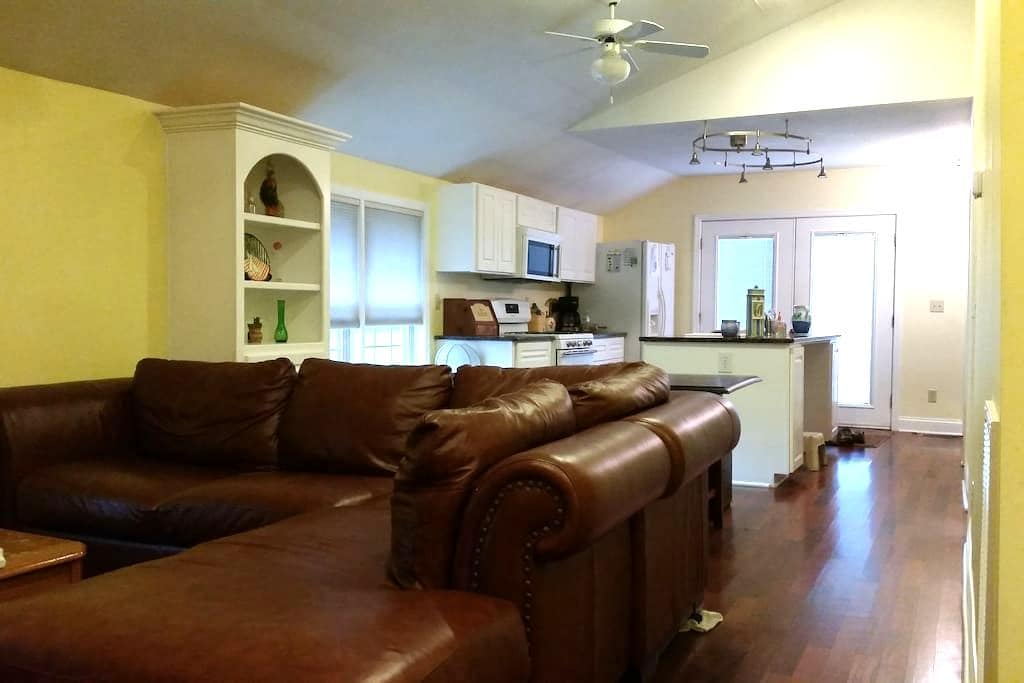 700 sqft of Awesome 2 Beds 1 Bath - Mooresville - Hus