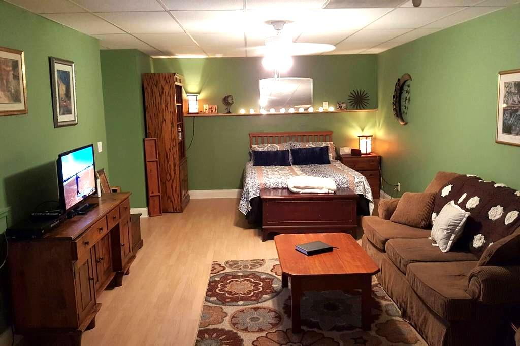 Cozy, clean and charming private room w/full bath - Acworth - Hus